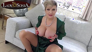 Hottie wife Lady Sonia loves when you jacking off to her