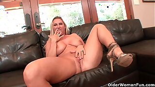 Busty milf Devon Lee gets creampied unconnected with older guy